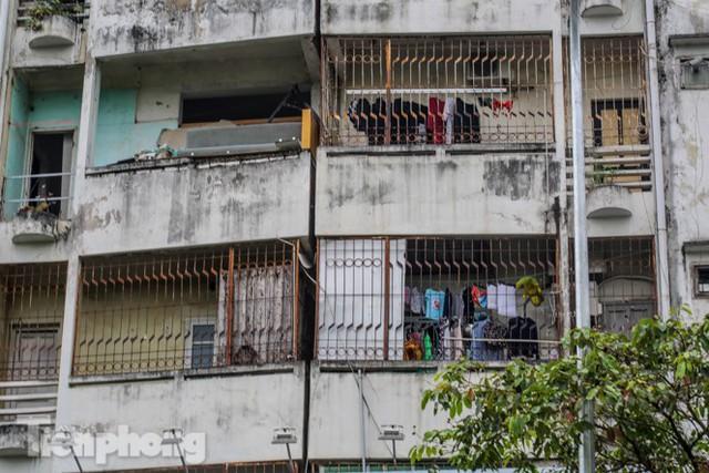 Tận thấy khu chung cư trước nguy cơ sập đổ ở giữa Thủ đô  - Ảnh 5.