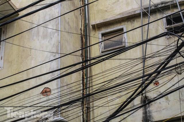 Tận thấy khu chung cư trước nguy cơ sập đổ ở giữa Thủ đô  - Ảnh 6.