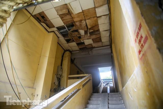 Tận thấy khu chung cư trước nguy cơ sập đổ ở giữa Thủ đô  - Ảnh 8.