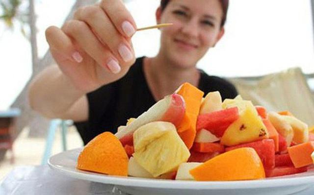 Ăn trái cây suốt 30 năm để giảm cân, người phụ nữ không ngờ mình nhận được kết cục này! - Ảnh 2.