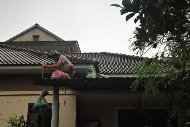 Chùm ảnh: Quảng Trị chạy đua sơ tán dân trước khi bão số 13 đổ bộ - Ảnh 1.