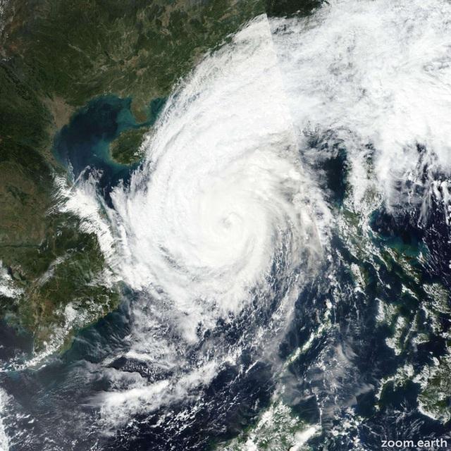 """Nhiều địa phương thông báo khẩn cho học sinh nghỉ học để tránh """"cuồng phong"""" bão số 13  - Ảnh 1."""