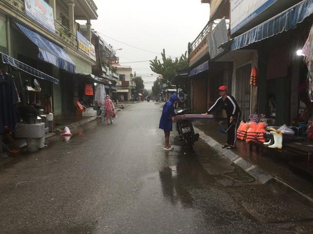 Thừa Thiên - Huế nín thở, gồng mình đón bão số 13  - Ảnh 12.