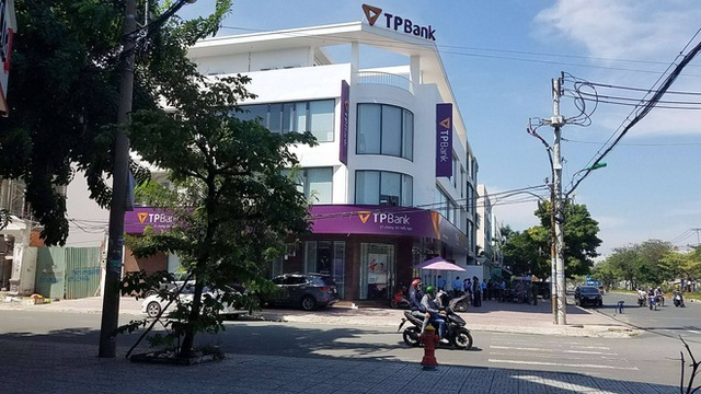 Nam bảo vệ kể lại giây phút nghi phạm cướp ngân hàng TPBank bị bắt - Ảnh 3.