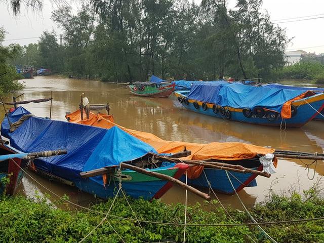 Chùm ảnh: Quảng Trị chạy đua sơ tán dân trước khi bão số 13 đổ bộ - Ảnh 5.