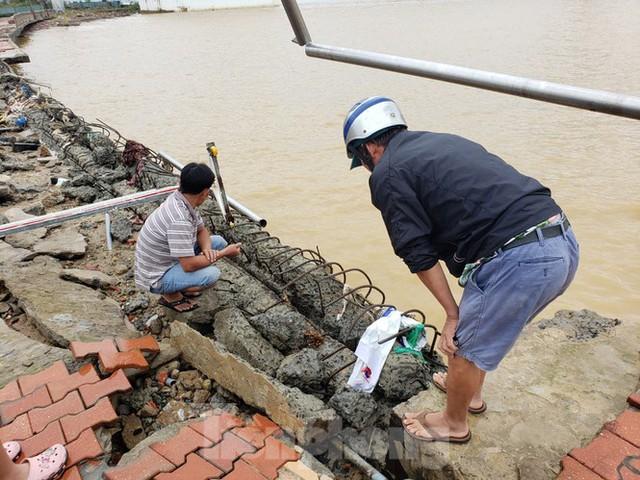 Bờ biển Đà Nẵng ngổn ngang, kè sông sụt lún vì bão số 13 - Ảnh 2.