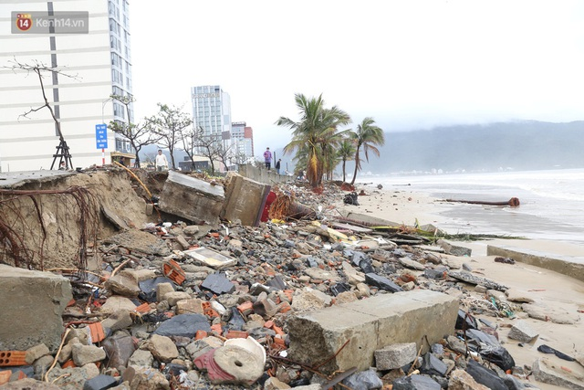 Ảnh: Cận cảnh bãi biển đẹp nhất hành tinh tan hoang, xơ xác sau bão số 13 - Ảnh 2.