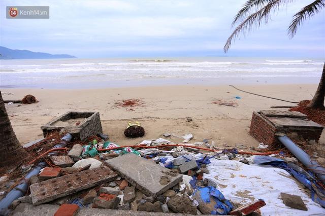 Ảnh: Cận cảnh bãi biển đẹp nhất hành tinh tan hoang, xơ xác sau bão số 13 - Ảnh 11.