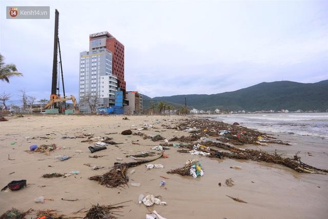 Ảnh: Cận cảnh bãi biển đẹp nhất hành tinh tan hoang, xơ xác sau bão số 13 - Ảnh 18.