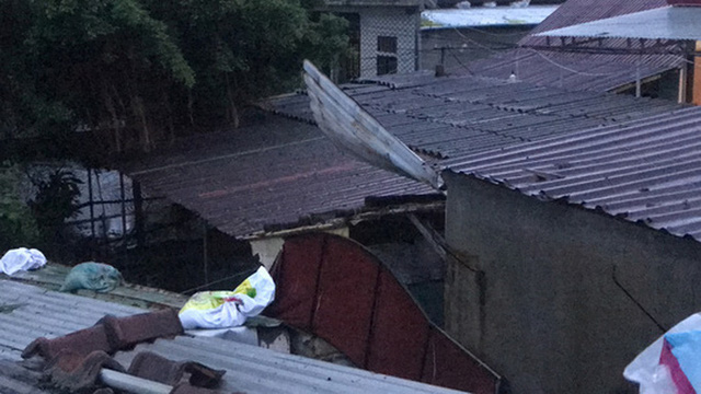 Những hình ảnh thiệt hại đầu tiên do bão số 13 gây ra ở miền Trung  - Ảnh 20.