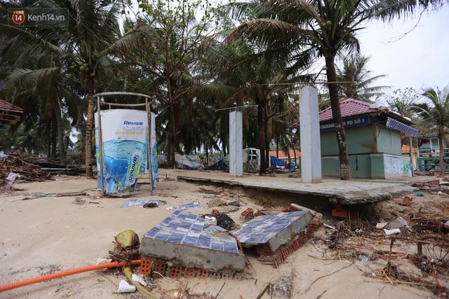 Ảnh: Cận cảnh bãi biển đẹp nhất hành tinh tan hoang, xơ xác sau bão số 13 - Ảnh 3.