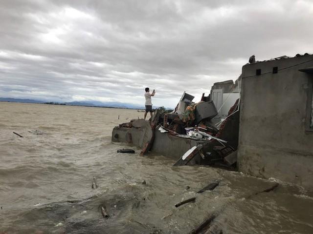 Những hình ảnh thiệt hại đầu tiên do bão số 13 gây ra ở miền Trung  - Ảnh 24.