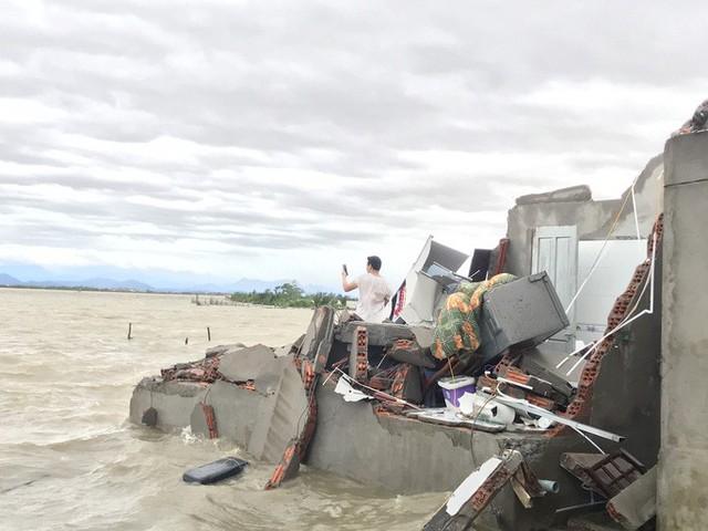 Những hình ảnh thiệt hại đầu tiên do bão số 13 gây ra ở miền Trung  - Ảnh 29.