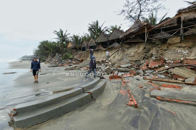 Biển An Bàng (Hội An) tan tác sau cơn bão số 13, du lịch ảnh hưởng nặng nề - Ảnh 6.