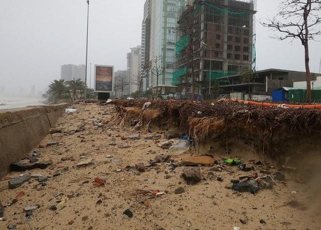 Những hình ảnh thiệt hại đầu tiên do bão số 13 gây ra ở miền Trung  - Ảnh 7.