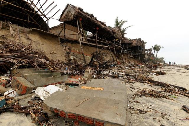 Biển An Bàng (Hội An) tan tác sau cơn bão số 13, du lịch ảnh hưởng nặng nề - Ảnh 7.