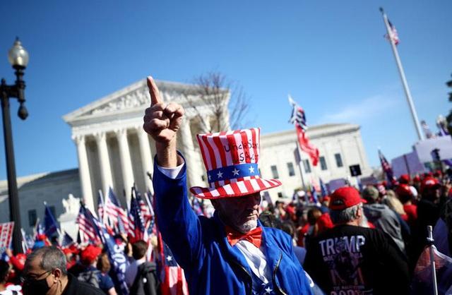 Hàng chục nghìn người biểu tình đổ về Washington, D.C., hô hào thêm 4 năm cho Tổng thống Trump - Ảnh 8.