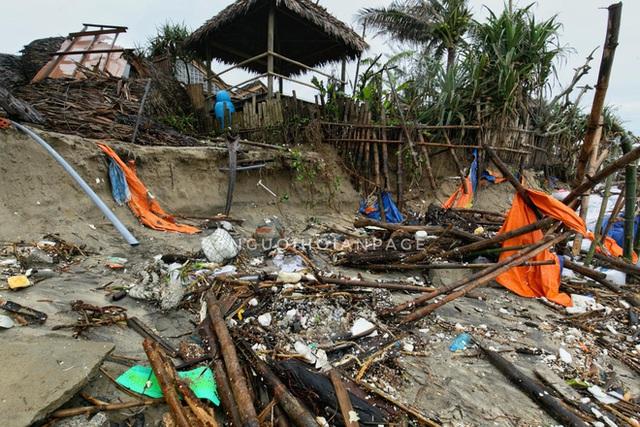 Biển An Bàng (Hội An) tan tác sau cơn bão số 13, du lịch ảnh hưởng nặng nề - Ảnh 9.