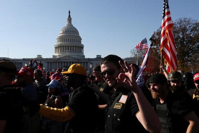 Hàng chục nghìn người biểu tình đổ về Washington, D.C., hô hào thêm 4 năm cho Tổng thống Trump - Ảnh 10.