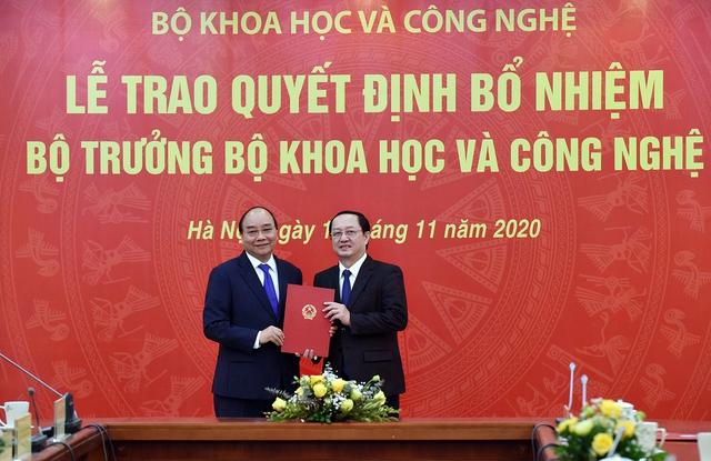 Thủ tướng trao quyết định, giao nhiệm vụ cho 2 tân Bộ trưởng - Ảnh 1.