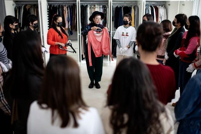 Kỳ lạ nghề sắp xếp tủ quần áo cho giới thượng lưu Trung Quốc, lương tới 2.000 USD/lần dọn dẹp - Ảnh 4.