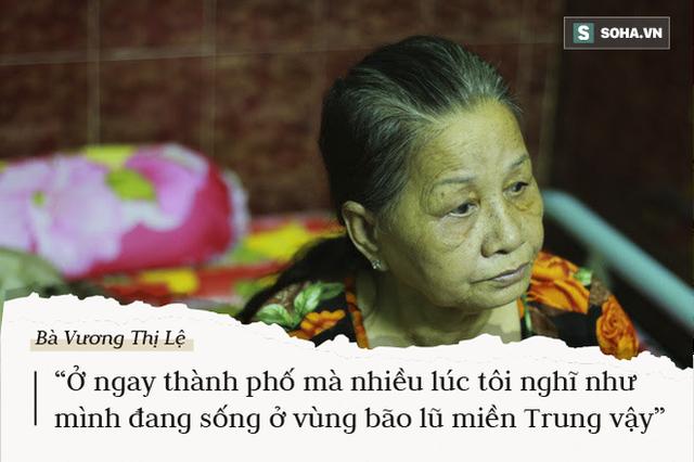 Sống ở rốn ngập Nguyễn Hữu Cảnh: Giữa TP.HCM mà tôi nghĩ mình như ở vùng lũ miền Trung vậy - Ảnh 1.