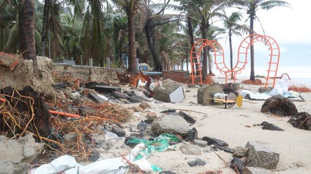 Bãi biển đẹp nhất hành tinh tan hoang sau bão số 13 - Ảnh 1.