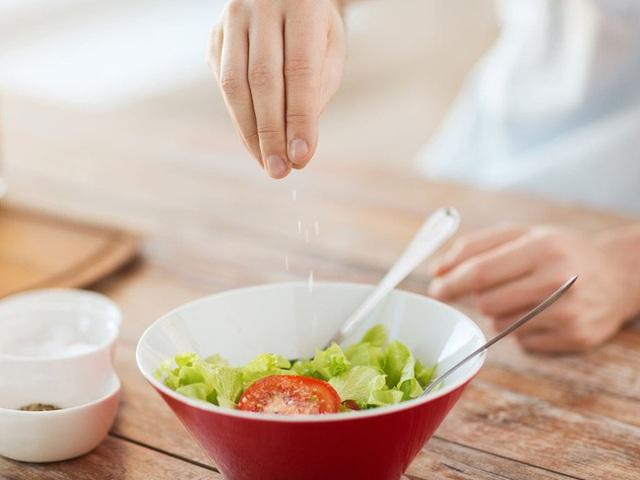 Sự thật ít người biết về các thành phần phụ gia trong thực phẩm: Tăng hương vị nhưng cũng gây hại không kém - Ảnh 2.