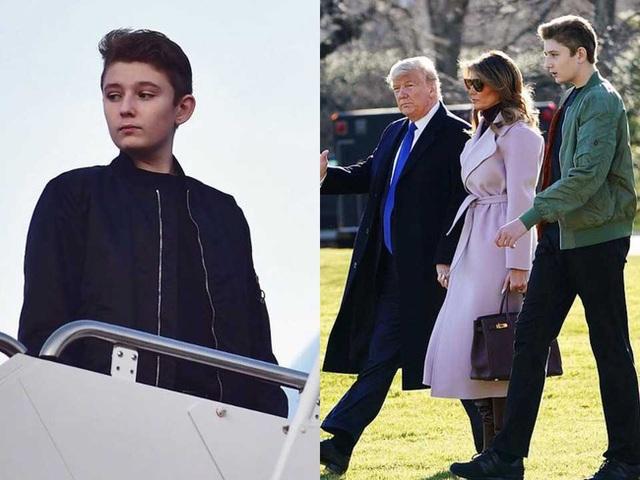 Thói quen thường xuyên của Hoàng tử Nhà Trắng Barron Trump khi đi cùng bố mẹ suốt 4 năm qua mà không mấy ai để ý tới - Ảnh 1.