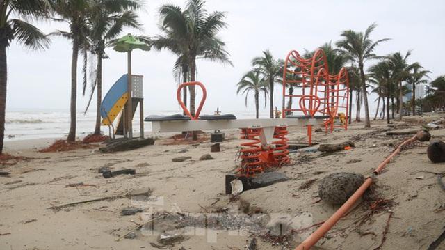 Bãi biển đẹp nhất hành tinh tan hoang sau bão số 13 - Ảnh 13.