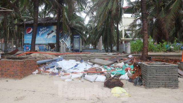 Bãi biển đẹp nhất hành tinh tan hoang sau bão số 13 - Ảnh 3.