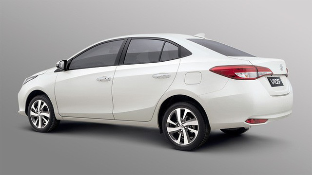 Liên tục ra mắt tại ĐNA, Toyota Vios 2021 sắp về Việt Nam: Sedan 'quốc dân' thiết kế lại long lanh kiểu Lexus - Ảnh 3.