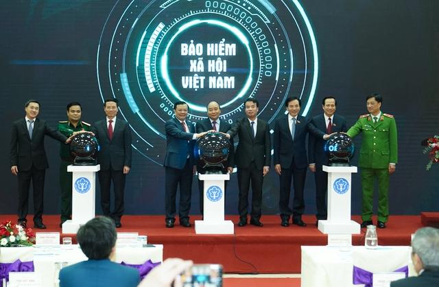 Thủ tướng bấm nút công bố ứng dụng Bảo hiểm xã hội số trên thiết bị di dộng - Ảnh 3.
