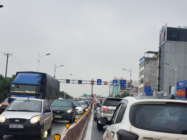 Mưa triền miên, phố phường Hà Nội tắc tứ bề sáng đầu tuần - Ảnh 21.