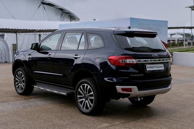 Ford Everest 2021 về Việt Nam cuối tháng 11: Đẹp hơn, nâng cấp để bám đuổi Hyundai Santa Fe và Toyota Fortuner - Ảnh 4.