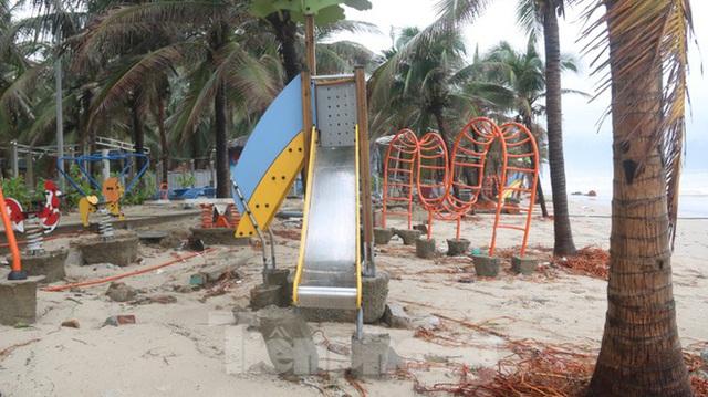 Bãi biển đẹp nhất hành tinh tan hoang sau bão số 13 - Ảnh 5.