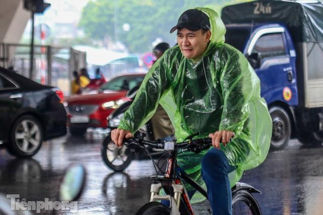Mức phạt tăng tiền triệu, người dân Thủ đô vẫn thờ ơ với khẩu trang khi ra đường - Ảnh 5.