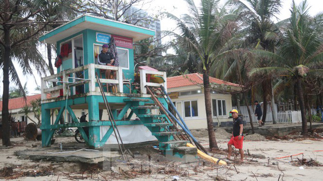 Bãi biển đẹp nhất hành tinh tan hoang sau bão số 13 - Ảnh 7.