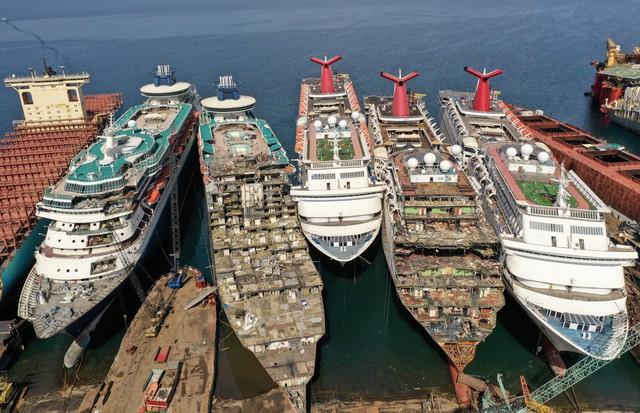 Những hình ảnh cho thấy hệ quả thảm khốc của Covid-19 lên ngành công nghiệp du thuyền - Ảnh 1.