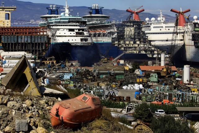 Những hình ảnh cho thấy hệ quả thảm khốc của Covid-19 lên ngành công nghiệp du thuyền - Ảnh 4.