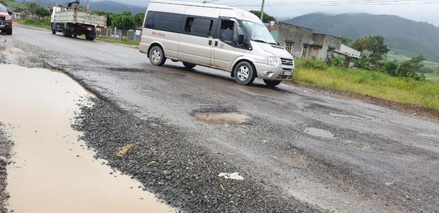 Đường quốc lộ 30 tỷ chằng chịt ổ voi như ruộng cày, đơn vị thi công nói không biết nguyên nhân hư hỏng - Ảnh 2.