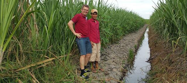 Hâm mộ quán nước mía vỉa hè Việt Nam, người đàn ông Pháp ép nước mía Tây Ninh, bán khắp thế giới - Ảnh 1.