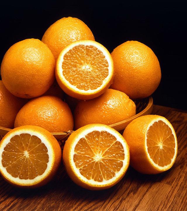 Đặt cam ở đầu giường mỗi tối trước khi đi ngủ: Chuyên gia nói tốt chẳng kém máy lọc không khí đắt tiền - Ảnh 1.