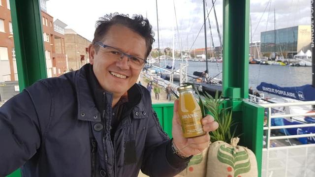 Hâm mộ quán nước mía vỉa hè Việt Nam, người đàn ông Pháp ép nước mía Tây Ninh, bán khắp thế giới - Ảnh 7.