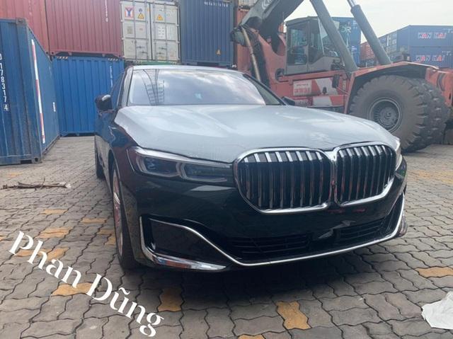 BMW 750Li 2020 đầu tiên về Việt Nam với nội thất siêu độc, dân tình đoán giá phải trên 10 tỷ đồng - Ảnh 1.