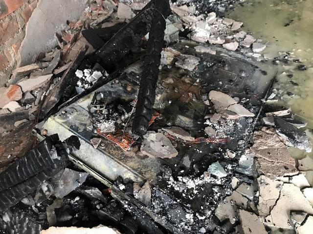 Cận cảnh bên trong khách sạn 4 sao vừa xảy ra hỏa hoạn, một phòng bị thiêu rụi hoàn toàn - Ảnh 17.