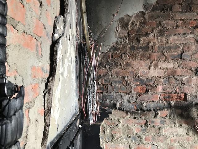 Cận cảnh bên trong khách sạn 4 sao vừa xảy ra hỏa hoạn, một phòng bị thiêu rụi hoàn toàn - Ảnh 19.