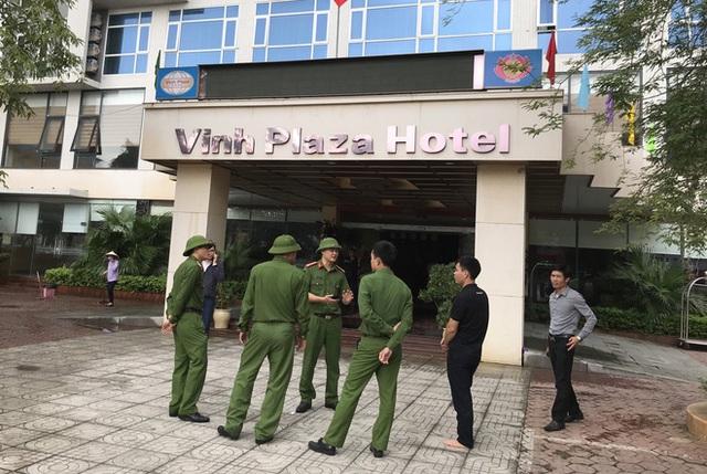 Cận cảnh bên trong khách sạn 4 sao vừa xảy ra hỏa hoạn, một phòng bị thiêu rụi hoàn toàn - Ảnh 21.