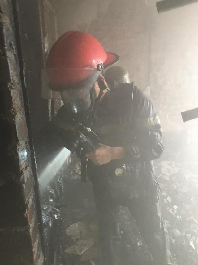 Cháy khách sạn cao tầng, nhân viên và khách bỏ chạy tán loạn - Ảnh 4.