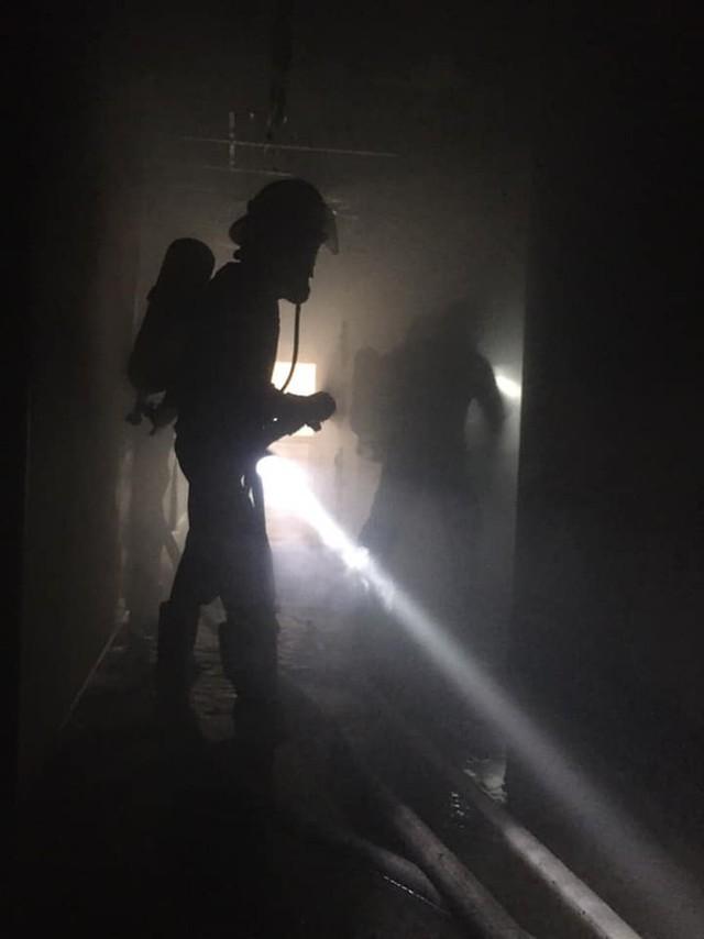 Cháy khách sạn cao tầng, nhân viên và khách bỏ chạy tán loạn - Ảnh 5.